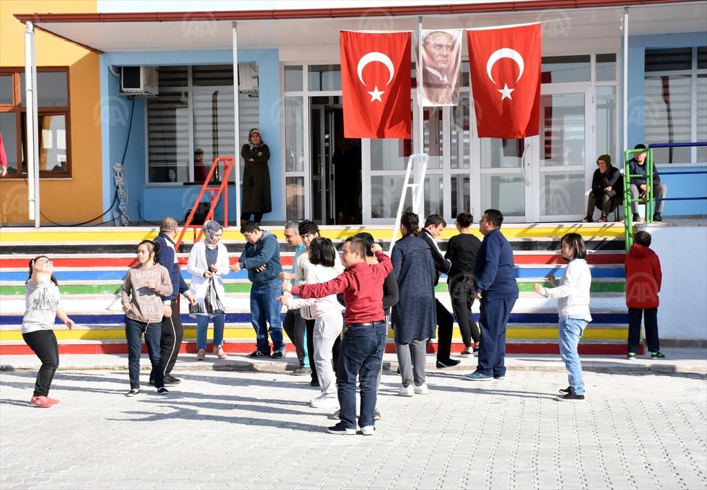 Kırıkkale'de,Engelliler bu okulda hayata tutunuyor