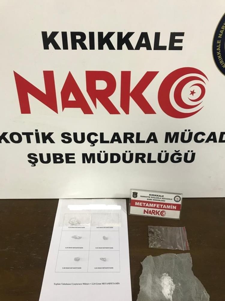 Uyuşturucu ticareti yapan 2 şüpheli tutuklandı