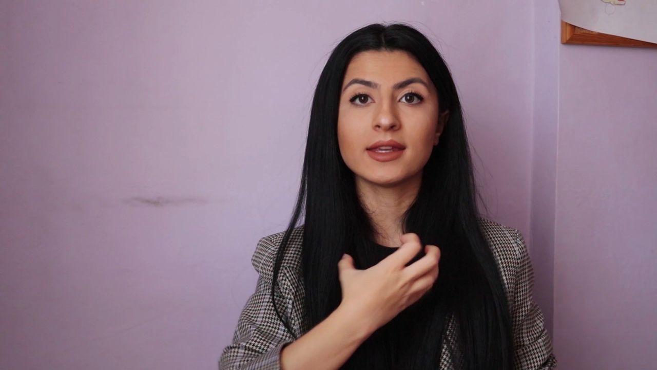 işaret dili ile Evde Kal Türkiye çağrısı