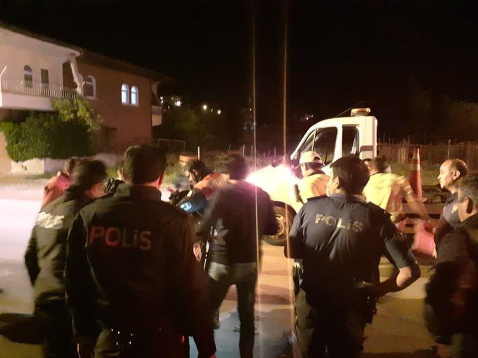 İki Polis Olay Yerine Giderken Yaralandı