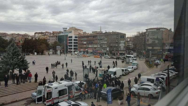 Son dakika! Cumhuriyet Meydanı'nda silahlı kavga