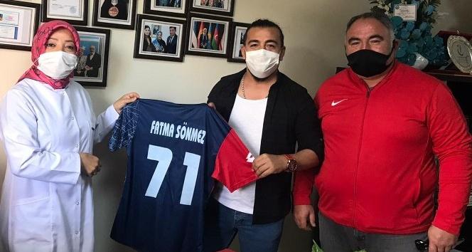 Futbolculardan sağlık çalışanlarına ziyaret