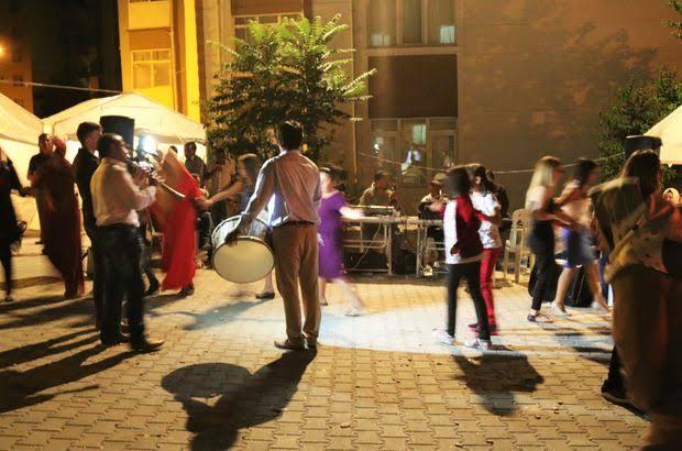 Sokak ve salon düğünlerine saat ayarı