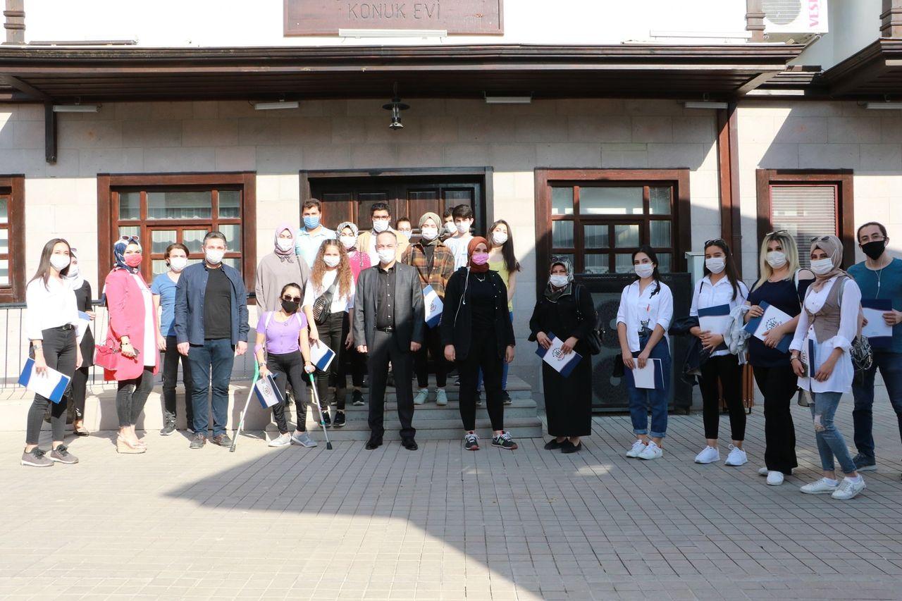 Gençler Katılım Belgelerini Saygılı'dan Aldılar