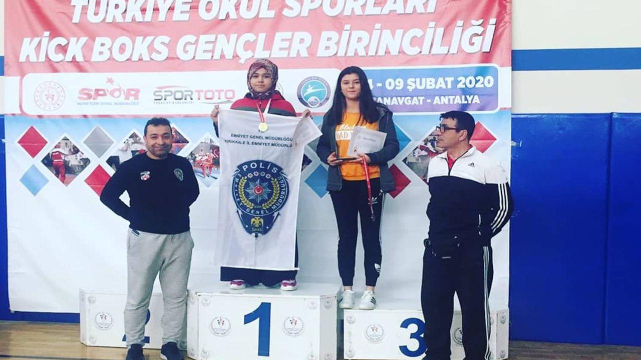 Kick Boks'da Türkiye şampiyonu oldu