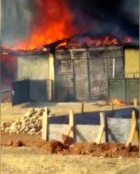 Yangında traktör ve tarım ekipmanları zarar gördü