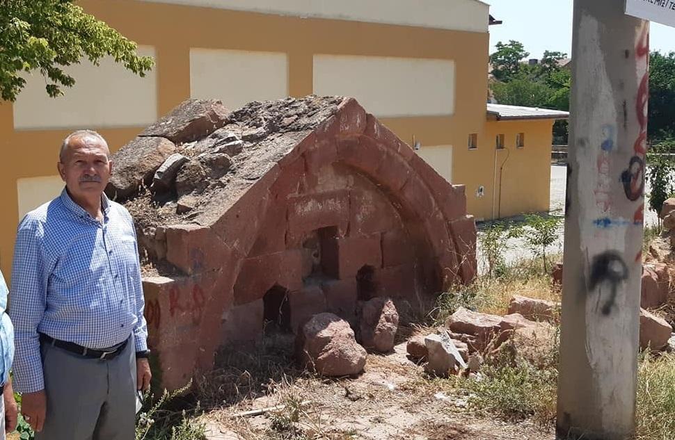 Tarihi Çeşme Restorasyon Ediliyor